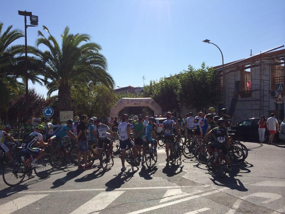La Vuelta Ciclista los Pantanos - Castillo Herrera corona a los campeones de Extremadura de fondo en carretera